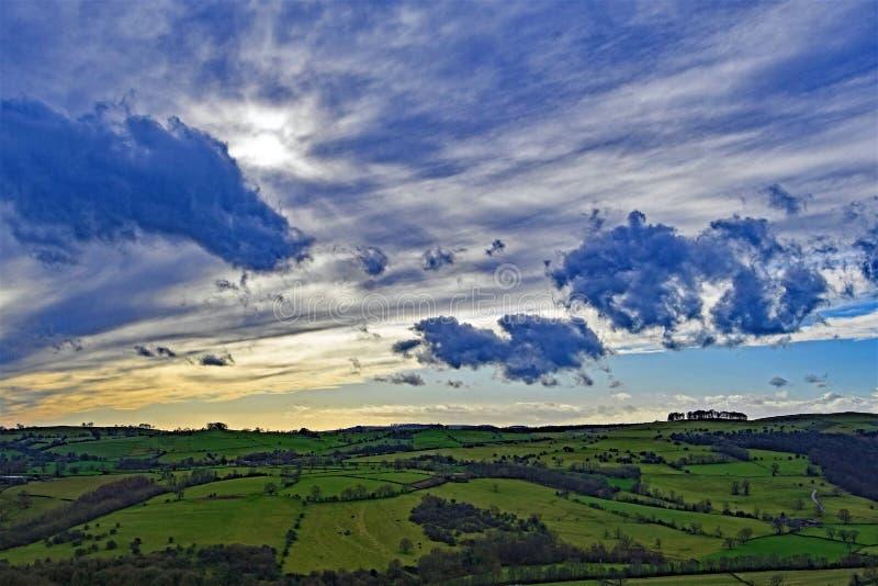 Wolkbreuk, van Thorpe Cloud, in Dovedale, Derbyshire stock foto's