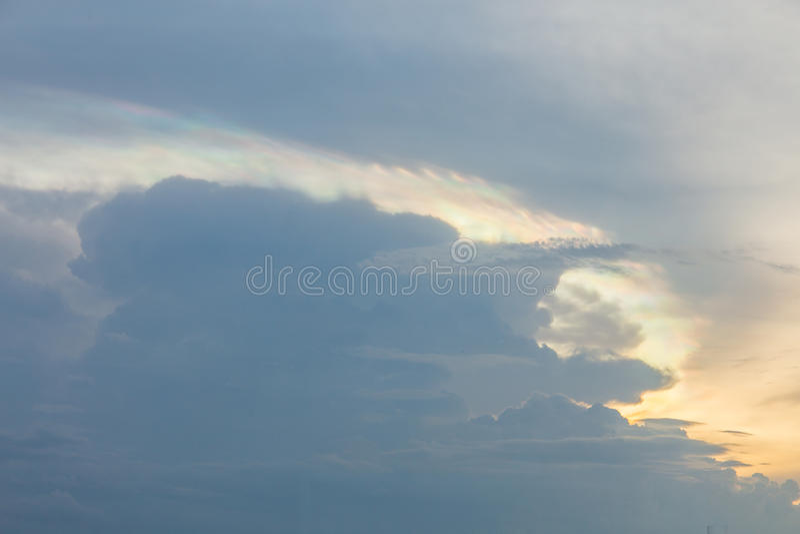 Wolke Iridescence lizenzfreies stockfoto