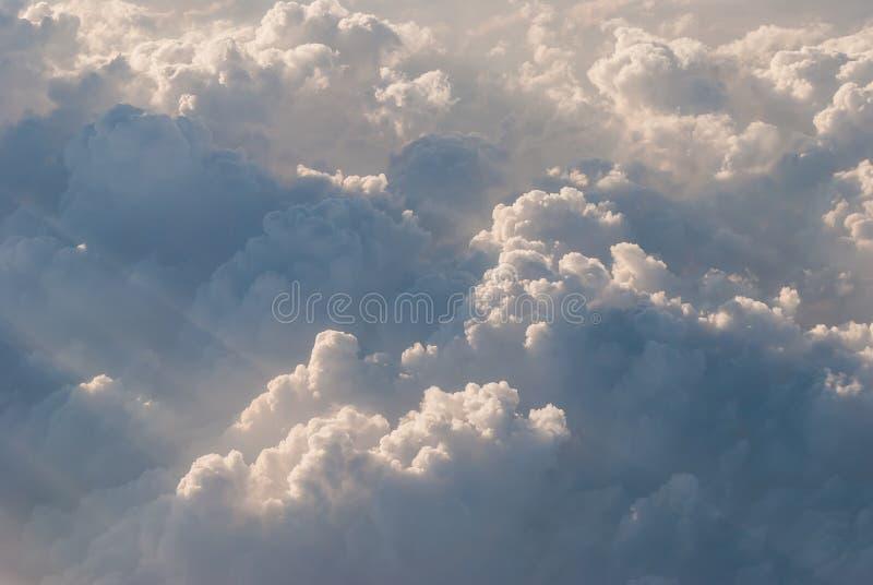 Wolke mit Sonnenlicht stockfotografie