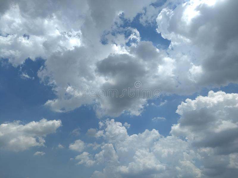 Wolke am Nachmittag lizenzfreies stockbild