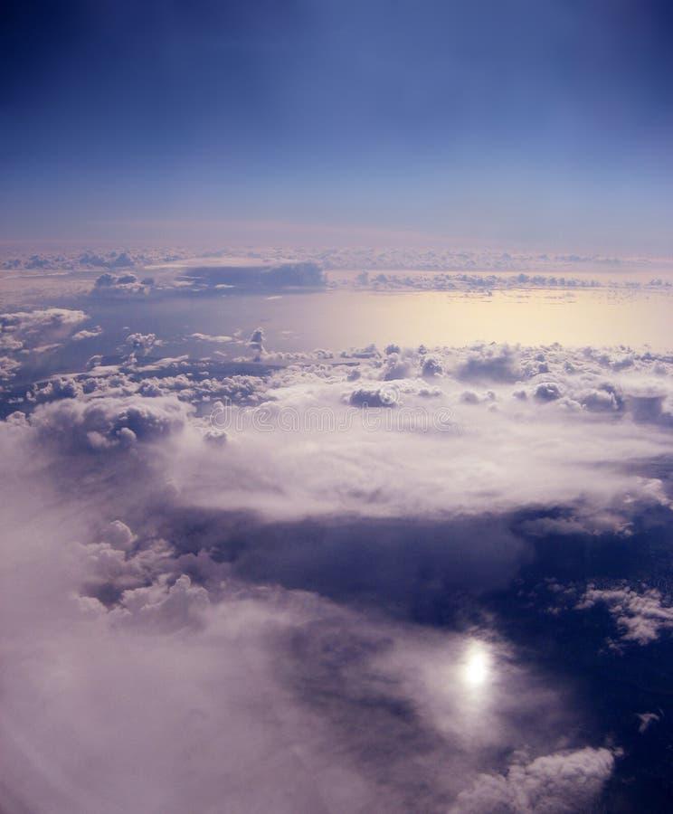 Wolken über dem Ozean lizenzfreie stockfotografie