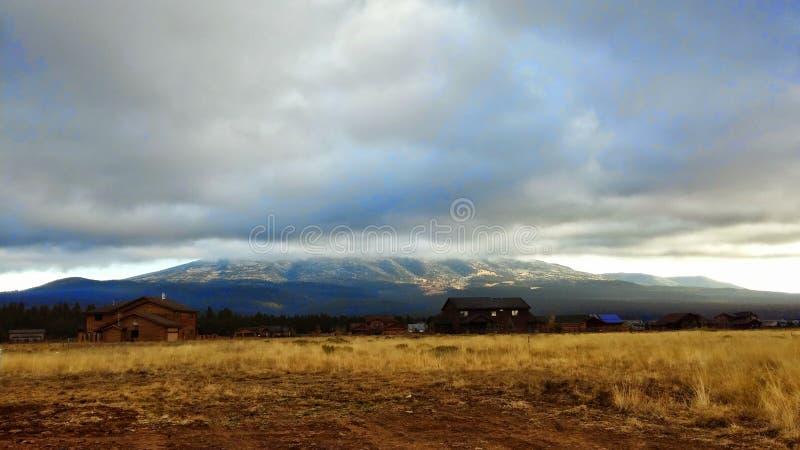 Wolken über der Schnee-Schüssel stockfoto