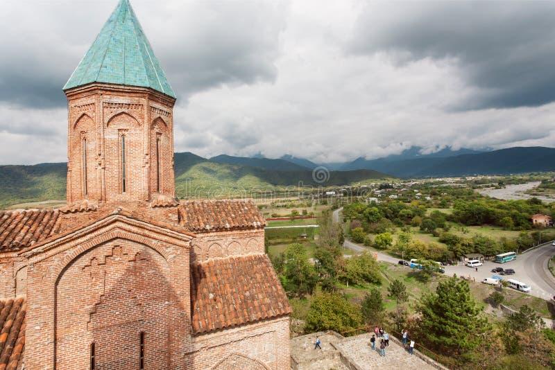 Wolken über georgischer orthodoxer Kirche der Erzengel Gremi-Stadt in Georgia lizenzfreie stockfotos