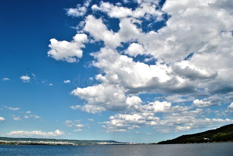 Wolken über Varna stockfotos