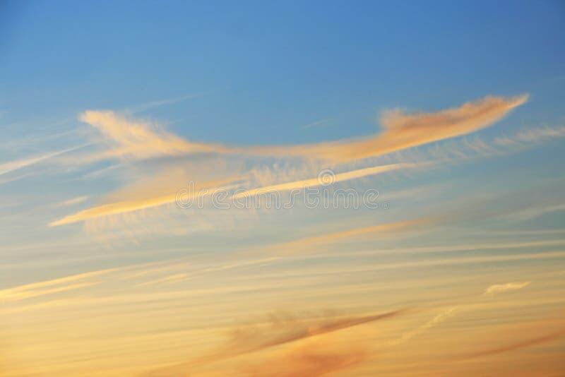 Wolken als vliegtuig in de hemel royalty-vrije stock foto's