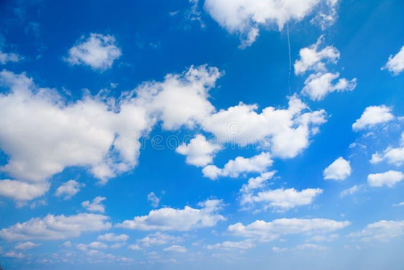 Wolken auf Himmel lizenzfreie stockfotos
