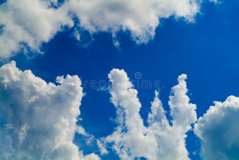 Wolken auf Himmelhintergrund lizenzfreie stockbilder