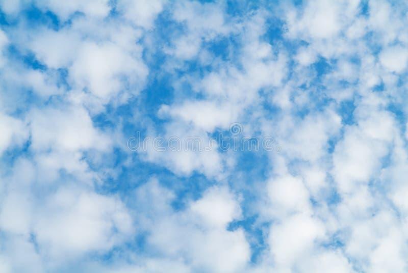 Wolken auf Himmelhintergrund lizenzfreies stockfoto