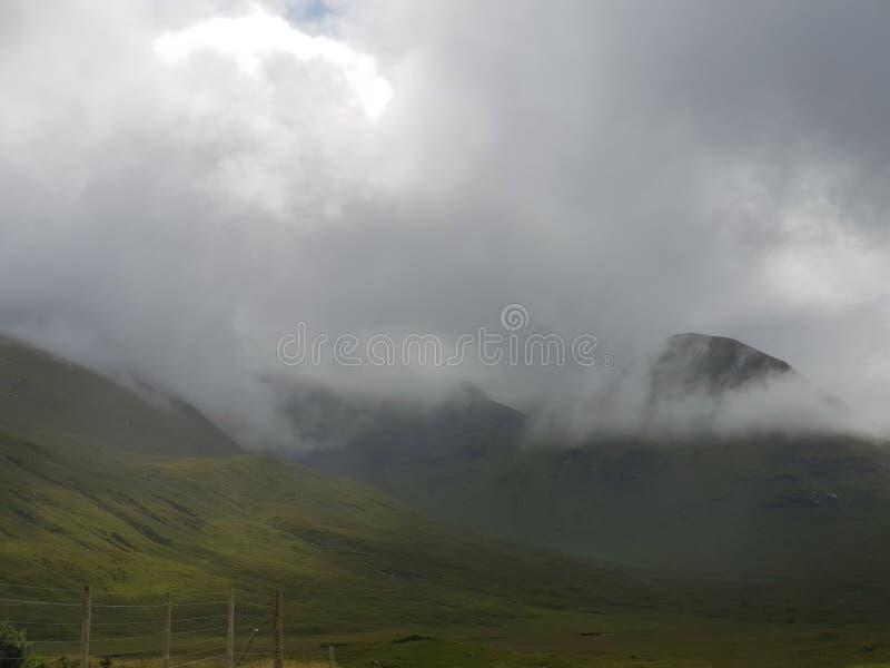 Wolken in Bergmening piont royalty-vrije stock afbeelding