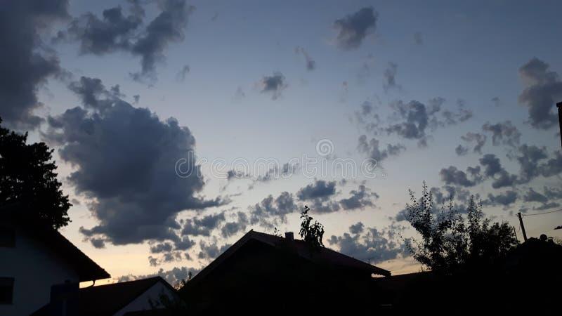 Wolken bij de hemel stock afbeelding