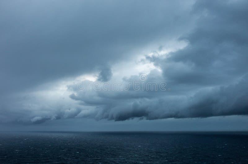 Wolken boven het overzees stock foto's