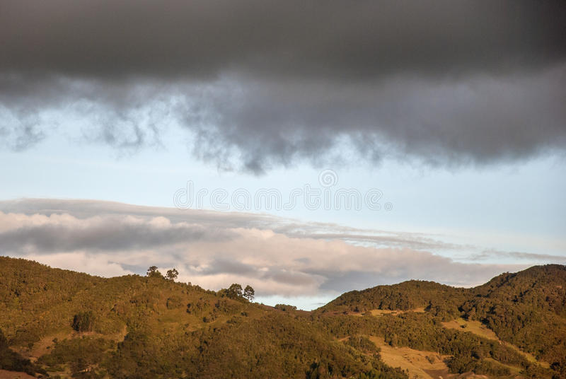 Wolken in de hemel stock afbeeldingen