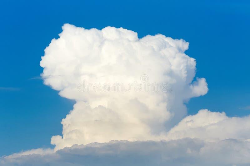 Wolken in de hemel Witte wolken, klimaatveranderingen stock fotografie