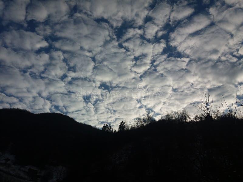 Wolken in den Teilen lizenzfreie stockfotos
