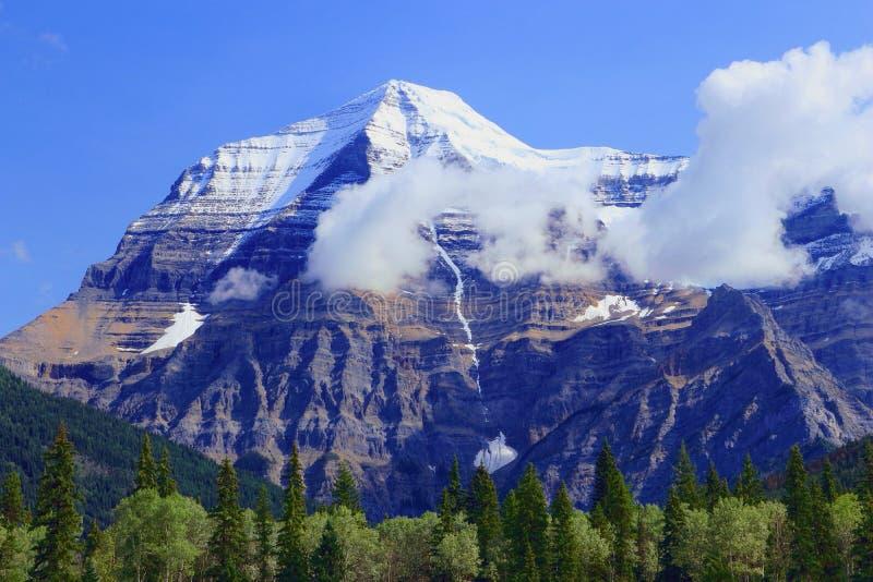 Wolken, die am Berg Robson, Berg Robson Provincial Park, Britisch-Columbia sich klären stockfoto