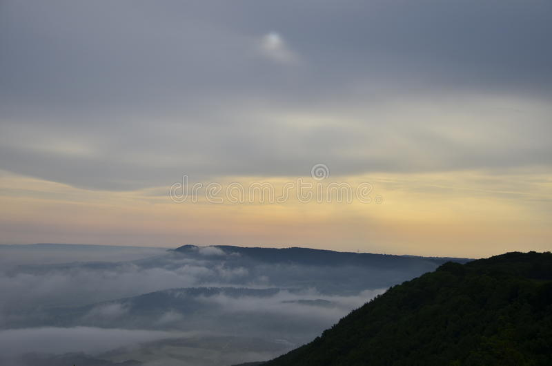 Wolken die langskomen stock foto