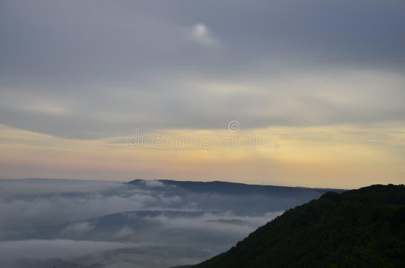 Wolken, die vorbeikommen stockfoto