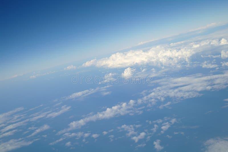 Wolken en blauwe hemel royalty-vrije stock afbeeldingen