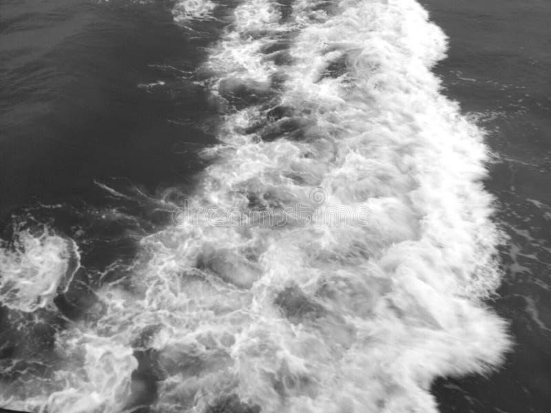 Wolken en golven royalty-vrije stock afbeelding