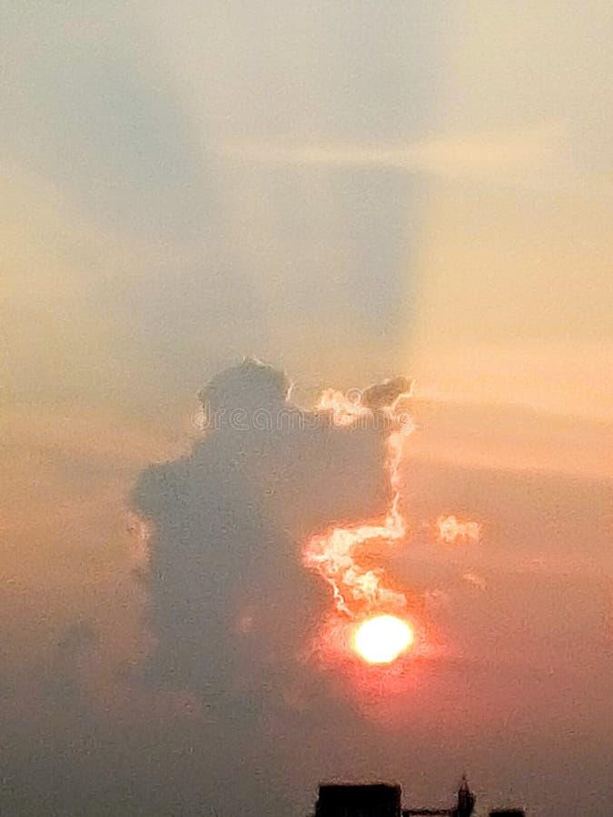 Wolken en hemel met zonnestraal stock afbeeldingen