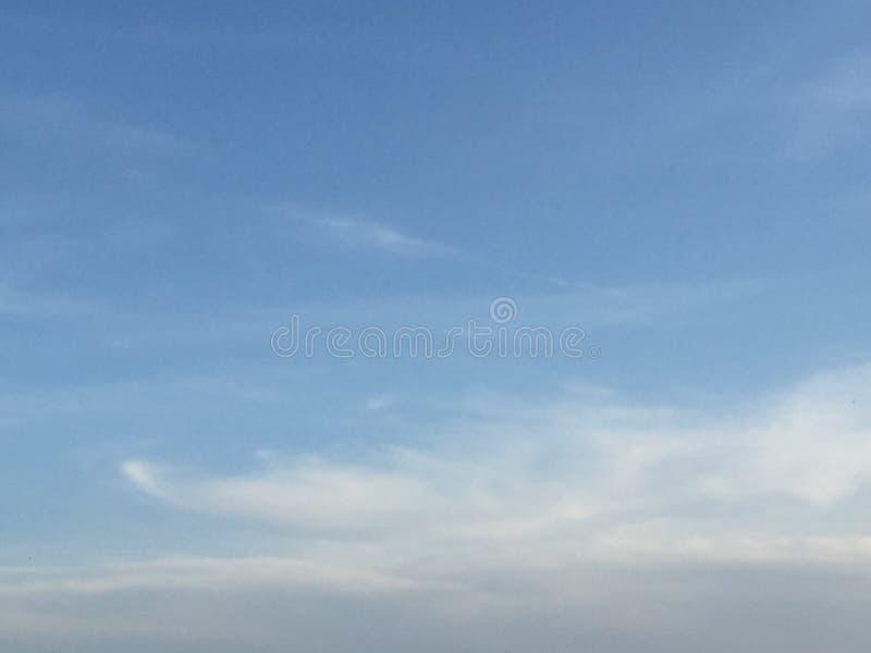 Wolken en hemelen stock fotografie