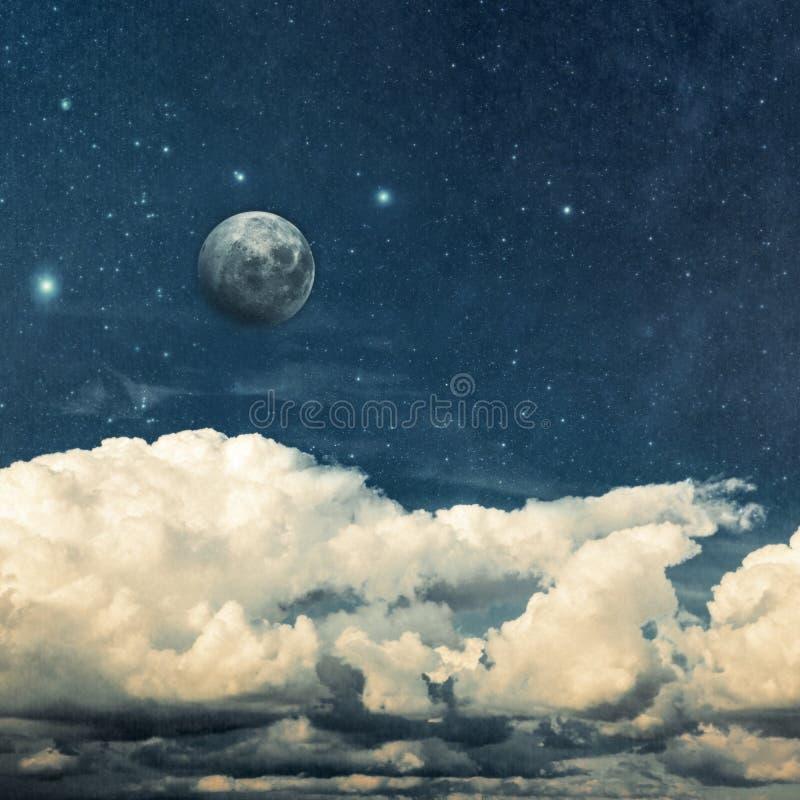 Wolken en maan stock afbeelding