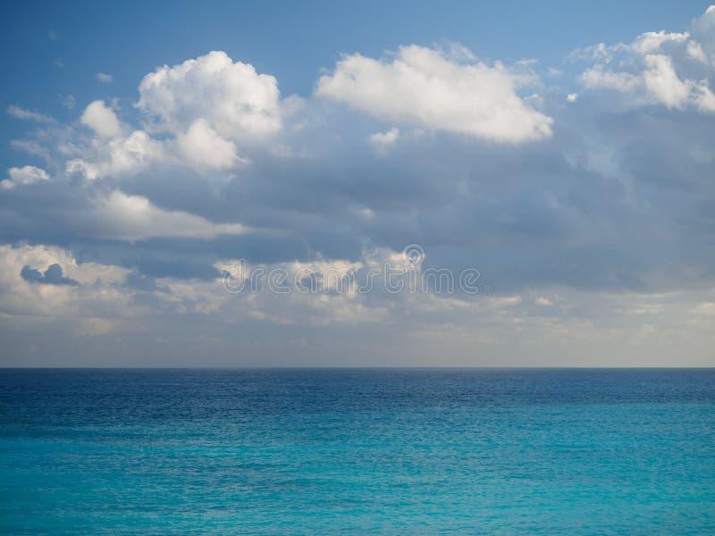 Wolken en oceaan in Mexico royalty-vrije stock foto