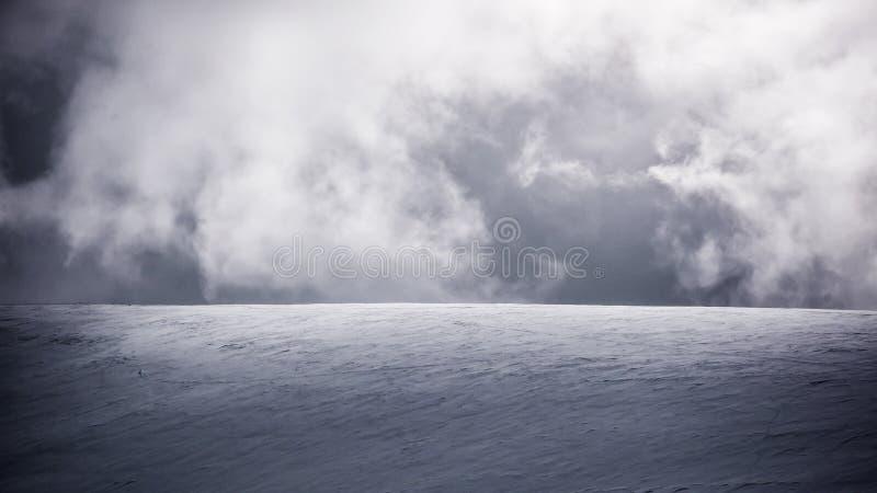 Wolken en sneeuw royalty-vrije stock fotografie