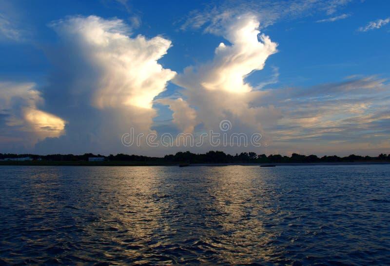Wolken-Glühen stockbild