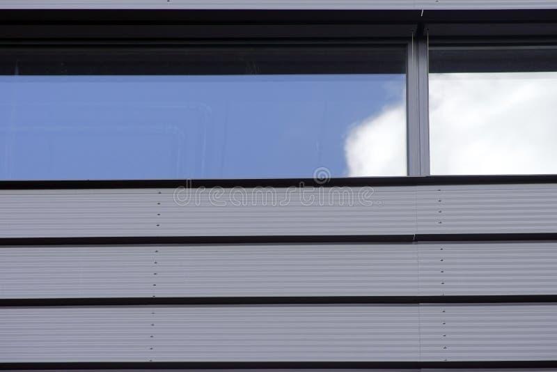 Wolken in het venster royalty-vrije stock foto's