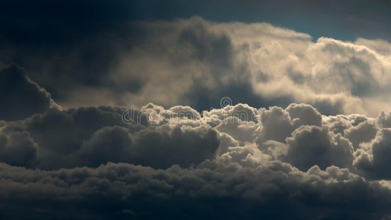 Wolken hierboven worden gezien die van royalty-vrije stock foto