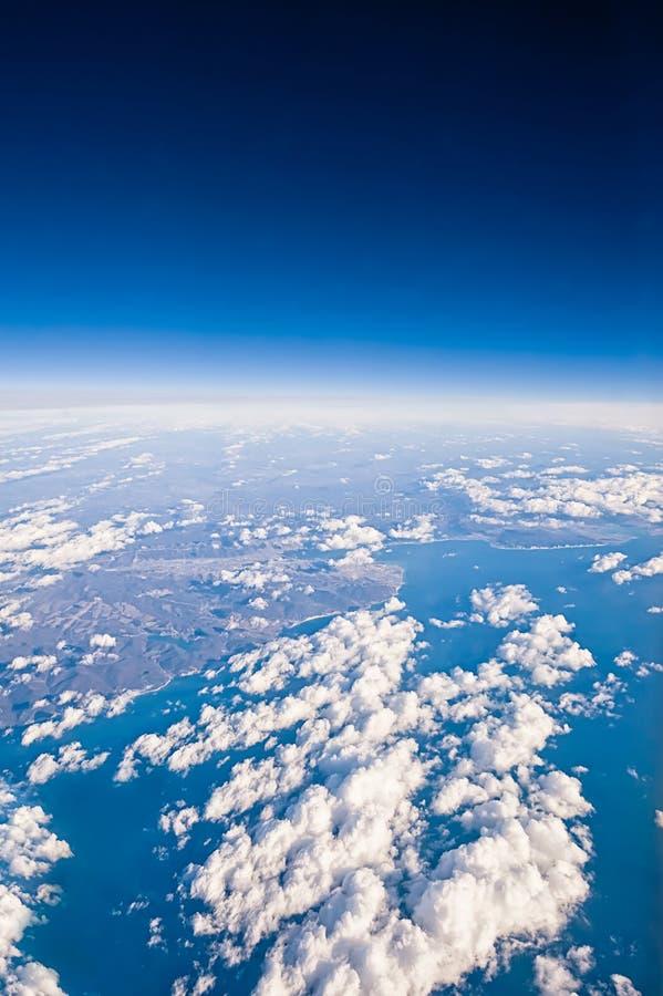 Wolken. hoogste mening van het venster van een vliegtuig stock afbeeldingen