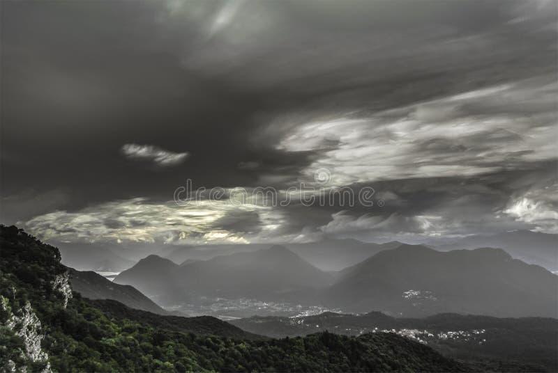 Wolken am Horizont, Campo-dei Fiori - Varese stockbilder