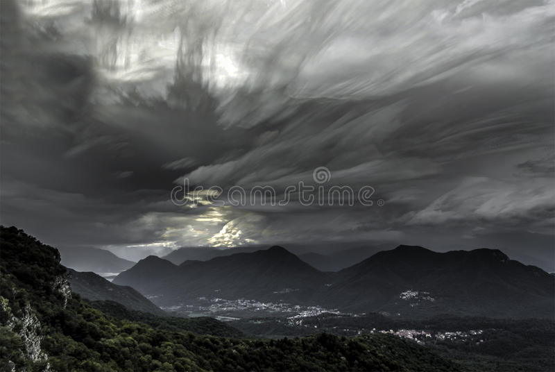 Wolken am Horizont, Campo-dei Fiori - Varese lizenzfreie stockbilder