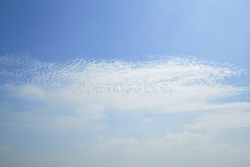 Download Wolken im Himmel stockfoto. Bild von clear, meteorologie - 90231196