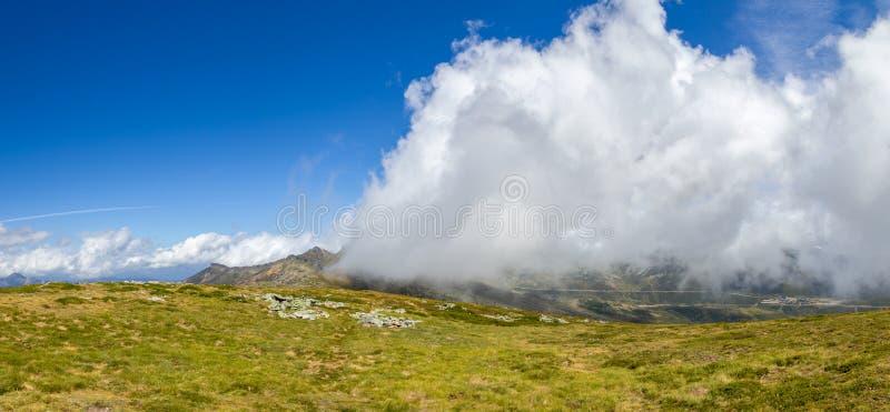 Wolken kommen stockfoto