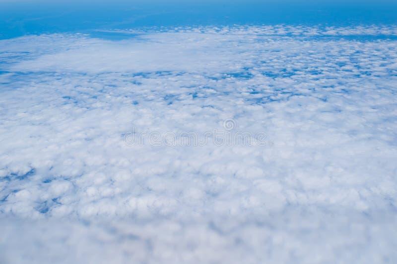 Wolken op blauwe hemel Wolken, cloudscape, bewolking royalty-vrije stock fotografie