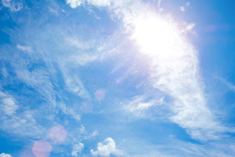 Wolken op de blauwe hemelachtergrond royalty-vrije stock foto's