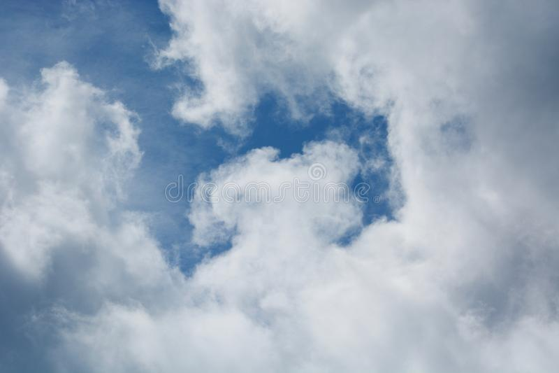 Wolken op de horizon stock fotografie