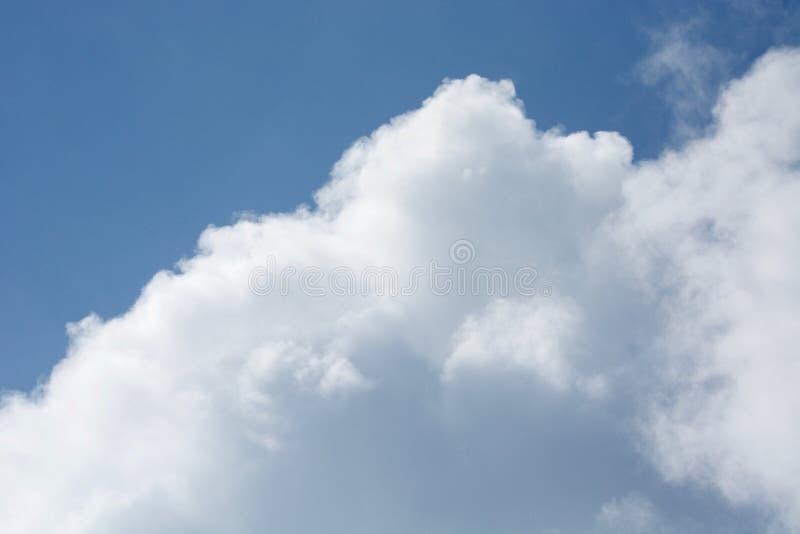 Wolken op de horizon stock afbeeldingen