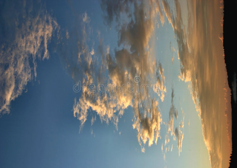 Wolken op de horizon royalty-vrije stock afbeeldingen