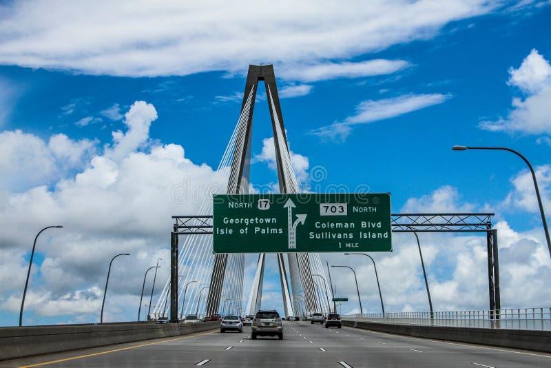 Wolken op de Ravenel-Brug, Charleston, Sc stock foto