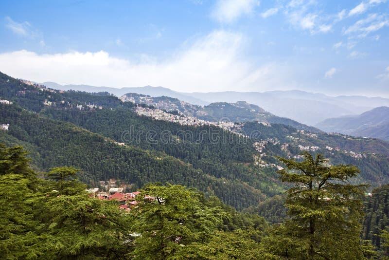 Wolken over bergen, Shimla, Himachal Pradesh, India royalty-vrije stock afbeelding