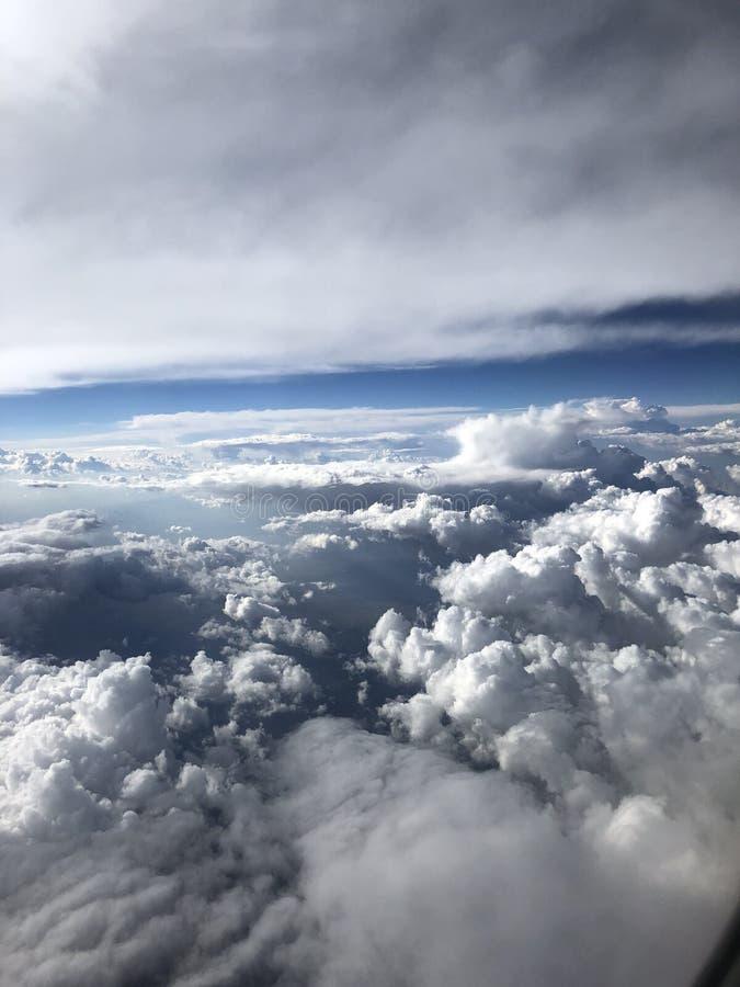 Wolken over de Stille Oceaan stock afbeeldingen