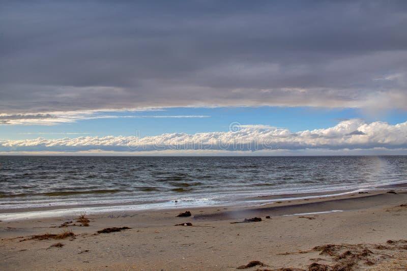 Wolken over het geluid stock afbeeldingen