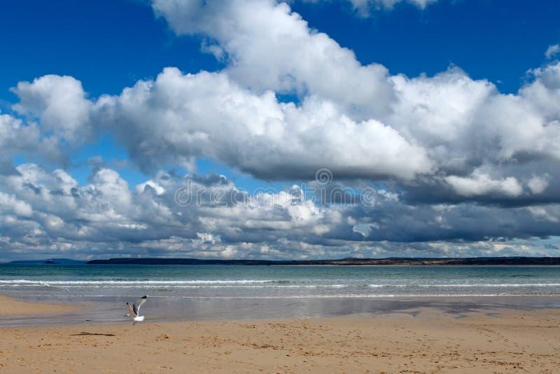 Wolken over het overzees in St. Ives, Cornwall het UK. stock foto