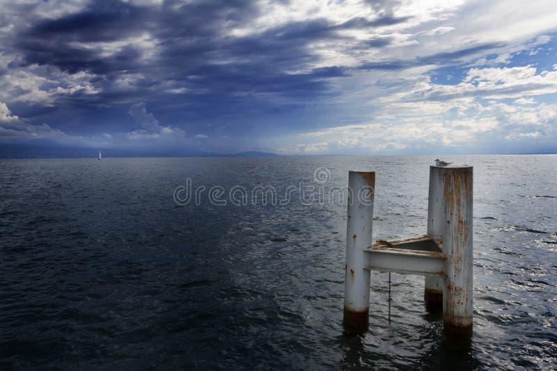 Wolken over leman meer. Onweer. Zwitserland royalty-vrije stock fotografie