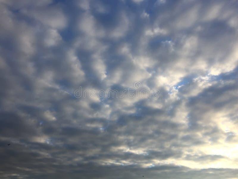 Wolken over meer royalty-vrije stock foto's