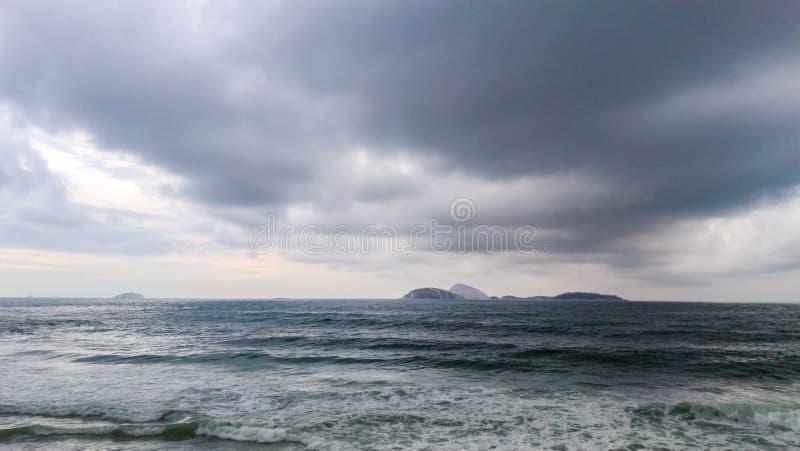 Wolken over oceaan royalty-vrije stock fotografie