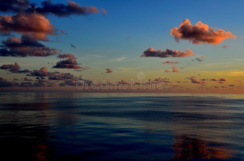 Wolken, overzees en hemel royalty-vrije stock afbeelding